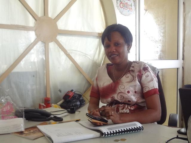 SEN2015_gérante-du-tikaara_Ginette-Imboua